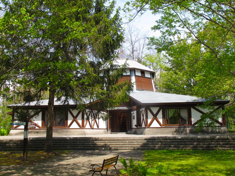 絵本の森 美術館