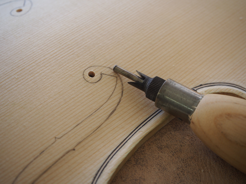 ヴァイオリン製作 f字孔