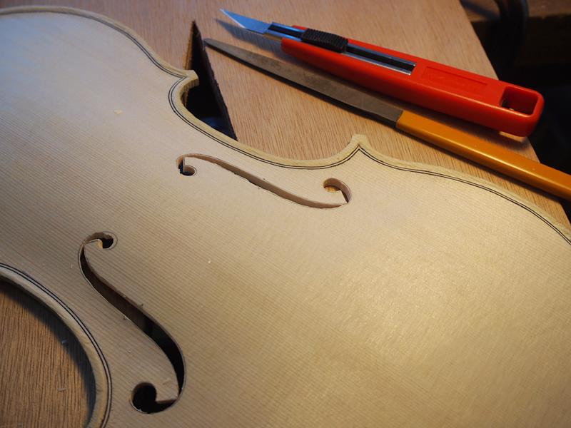『超重要』ヴァイオリンの表板の厚みとf字孔