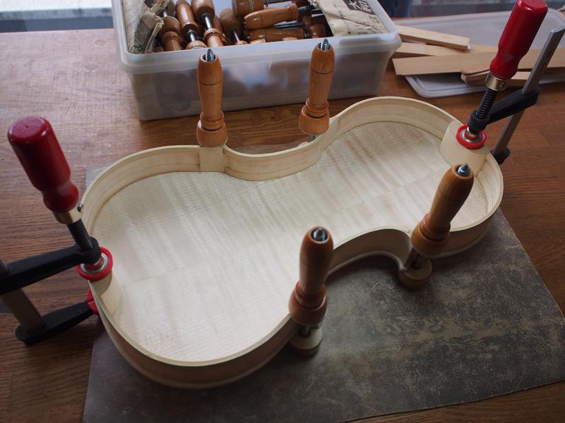 ヴァイオリン製作 接着