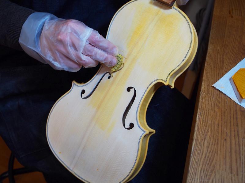 ヴァイオリン製作 ステイン