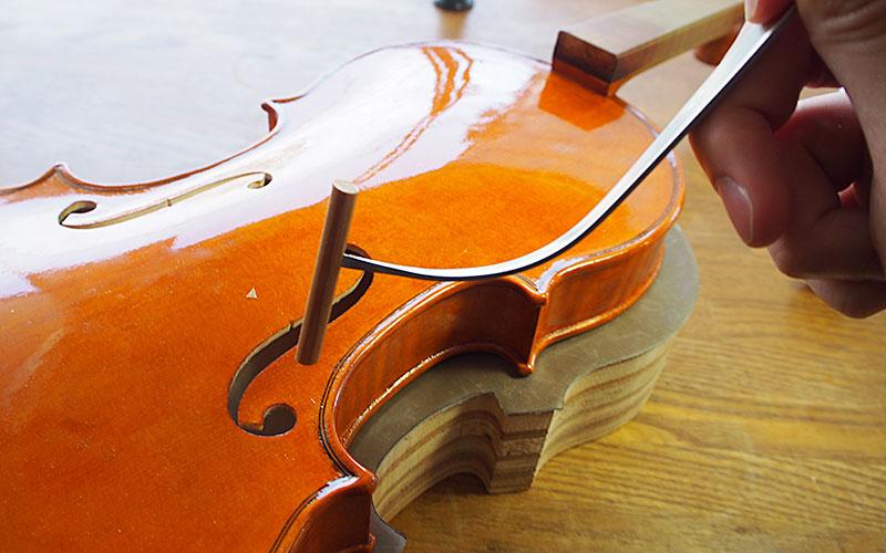 ヴァイオリン製作 魂柱立て