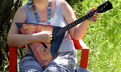 民族楽器 バラライカ