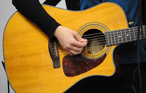 エレキアコースティックギター