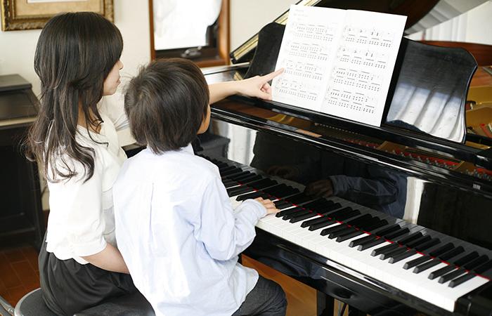 幼少期からピアノを弾いてきた人